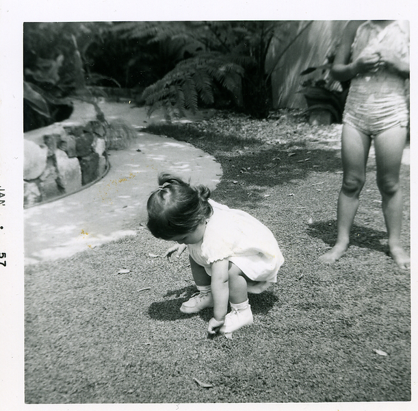 1957-01_michaela-n-kathie-in-the-yard.png