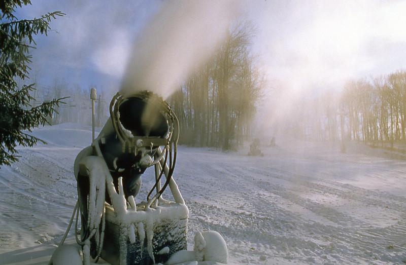 snowmaking 96.jpg