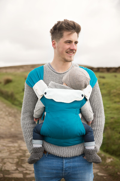 Izmi_Accessories_Lifestyle_Comfort_Bib_And_Shoulder_Straps_On_Teal_Baby_Carrier.jpg