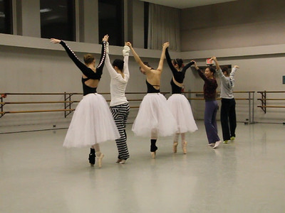 After the rehearsal, can't stop dancing... (video files)