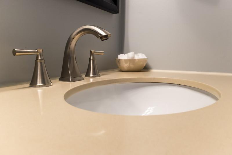 shady-fuji-upstairs-master-bathroom-0624.jpg