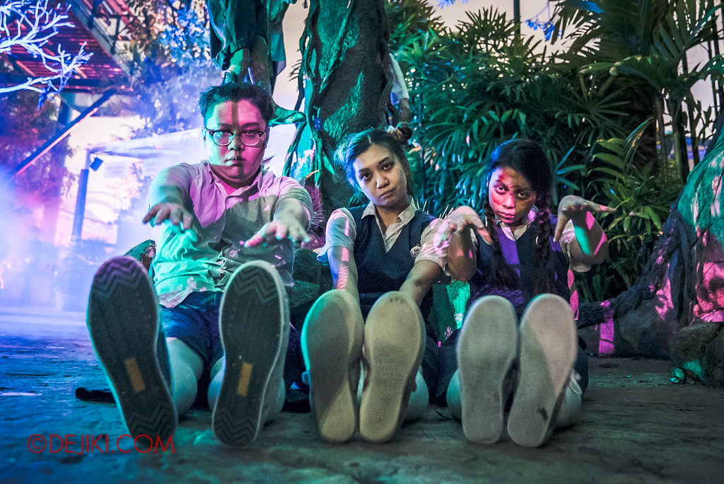 Halloween Horror Nights 6 Final Weekend - Suicide Forest / Student Corner Trio floor