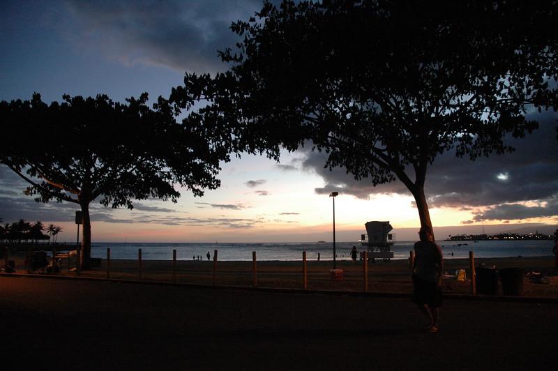 Hawaii - Ala Moana Beach Sunset-206.JPG