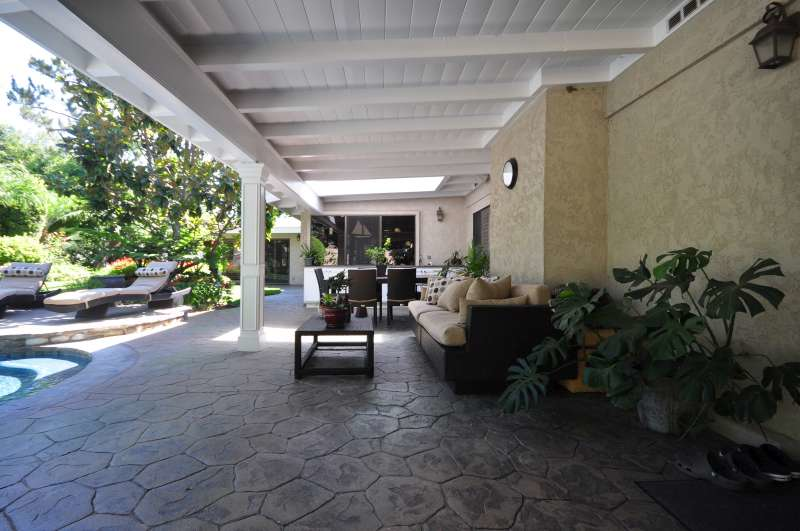 0082_9425_patio2.jpg