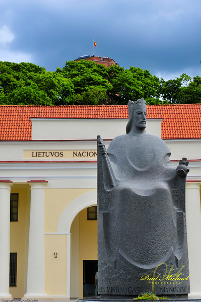 Statue of King Mindaugas in front of the Lithuanian National Museum with Gedemino Pilis in the distance. It's good to be the King!