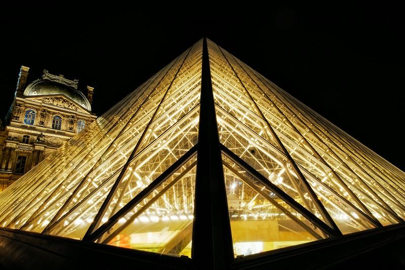 Louvre Pyramid F7817.jpg