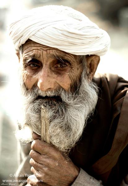 Poverty Afghan afghani Pakistan xti canon.jpg