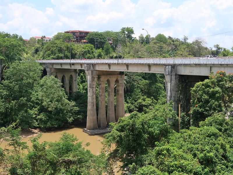 IMG_5090-bridge-to-new-town.JPG