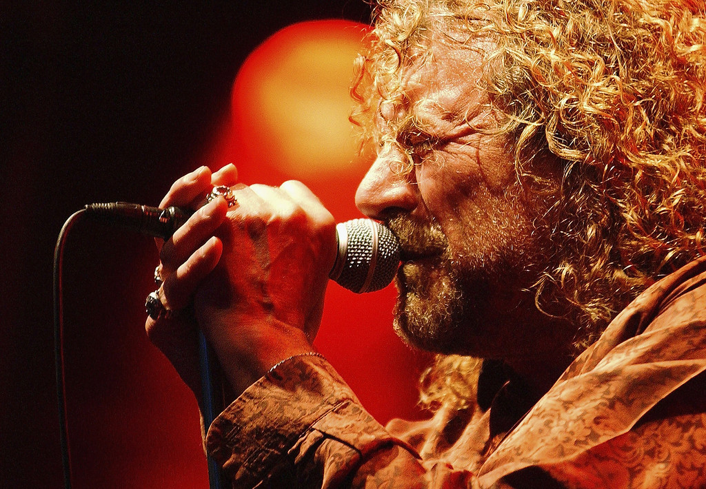. British rock legend Robert Plant performs with his band the Strange Sensation during the Somerset House Summer Series at Somerset House on July 10, 2006 in London, England.  (Photo by Jim Dyson/Getty Images)
