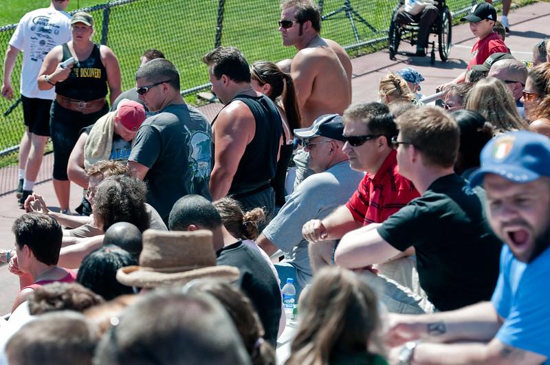 Strongman2009_Crowd_DSC1304-1.jpg