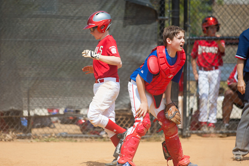 Christopher scores on John's blooper to right field in the bottom of the 5th inning. Nats trail 4-5. The Nationals played a close and exciting game against the Cubs before being outscored in the 6th inning, losing 8-9. They are now 2-1 for the season. 2012 Arlington Little League Baseball, Majors Division. Nationals vs Cubs (21 Apr 2012) (Image taken by Patrick R. Kane on 21 Apr 2012 with Canon EOS-1D Mark III at ISO 200, f2.8, 1/3200 sec and 300mm)