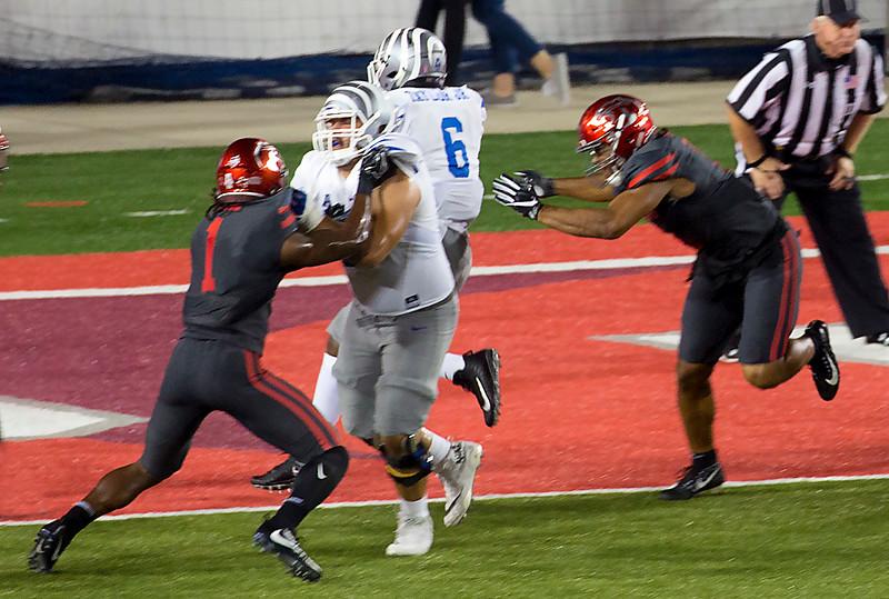 But then Taylor dances in for a Memphis touchdown.