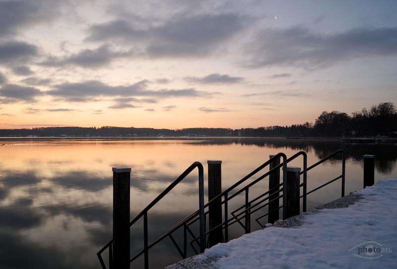 Steg bei Sonnenaufgang, Wörthsee, Oberbayern, Bayern, Deutschland