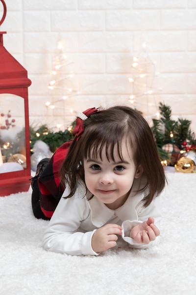 12.21.19 - Fernanda's Christmas Photo Session 2019 - -35.jpg