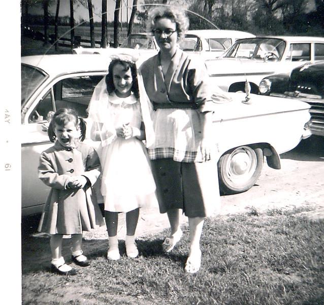 Aunt Dottie, Raelyn,and Debbie.JPG