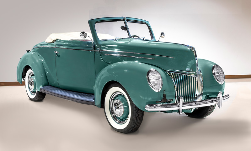 1939 Ford V-8 Deluxe Convertible Coupe.