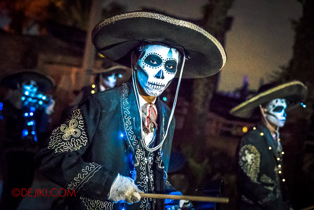 Halloween Horror Nights 6 - March of the Dead / Death March - Band leaves Egypt close-up drummer