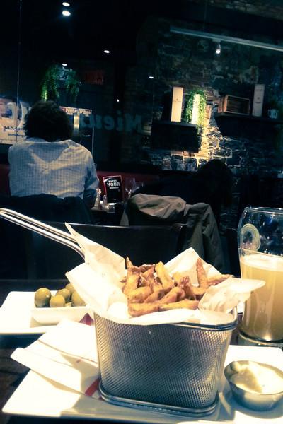 trois garcons fries.jpg
