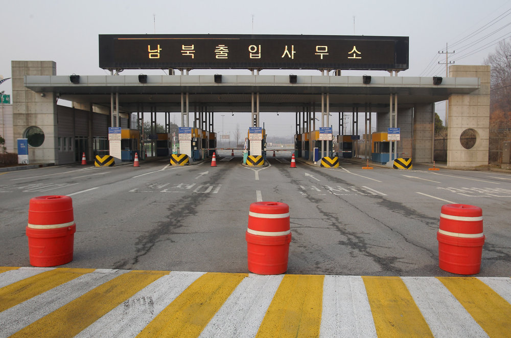 . A general view of empty road connection Kaesong Industrial Complex (KIC) with South\'s CIQ (Customs, Immigration, Quarantine) at inter-Korean transit office in Paju on April 4, 2013 in Paju, South Korea. 400 South Koreans remain in the joint industrial complex fearing they can not get back there once return to South. In recent weeks North Korea have threatened to attack South Korea and U.S. military bases.  (Photo by Chung Sung-Jun/Getty Images)