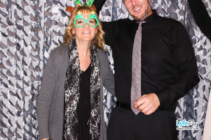 red-hawk-2017-holiday-party-beltsville-maryland-sheraton-photo-booth-0229.jpg