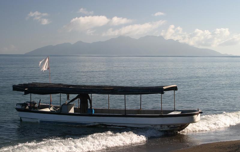 IN050-boat#Pulau Besar.JPG