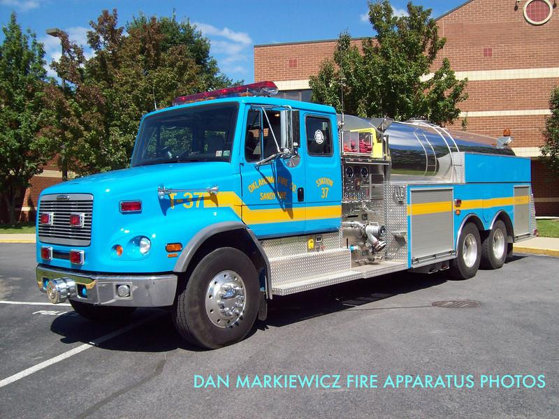 OKLAHOMA FIRE CO. SANDY TWP. TANKER 37 2001 FREIGHTLINER/4GUYS TANKER