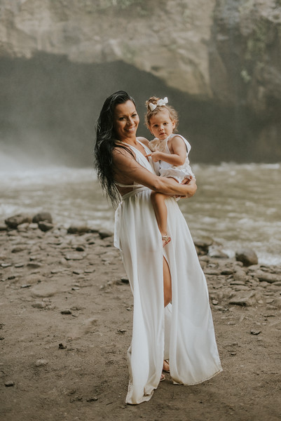 VTV_family_photoshoot_with_waterfall_Bali (118).jpg