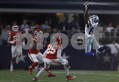 elliott-helps-cowboys-top-chiefs-goes-back-to-legal-limbo
