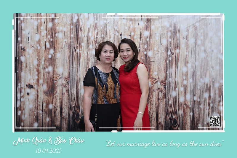QC-wedding-instant-print-photobooth-Chup-hinh-lay-lien-in-anh-lay-ngay-Tiec-cuoi-WefieBox-Photobooth-Vietnam-cho-thue-photo-booth-004.jpg