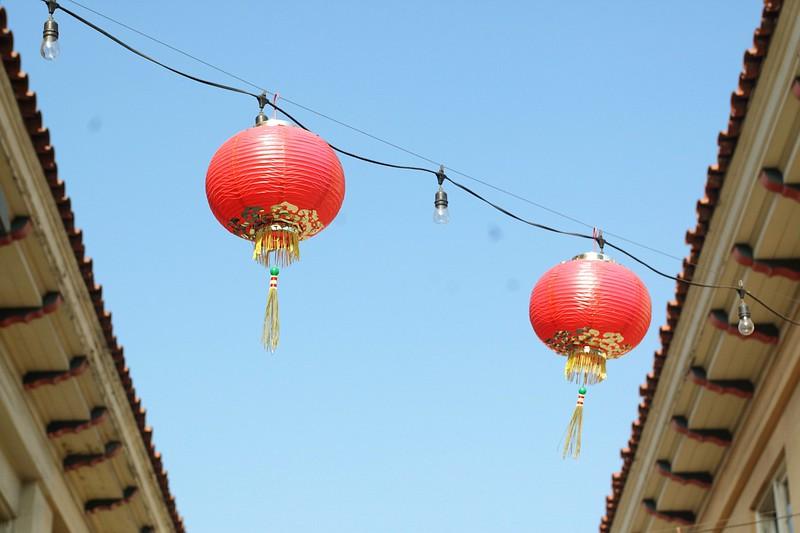 ChinatownWestPlaza020-DecorationsOverhead-2006-10-25.jpg