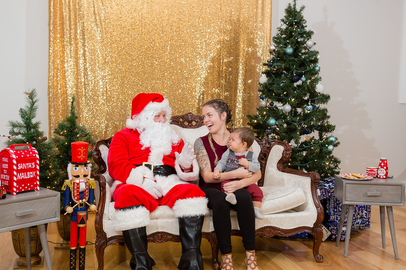 FADS Picture with Santa-263.jpg