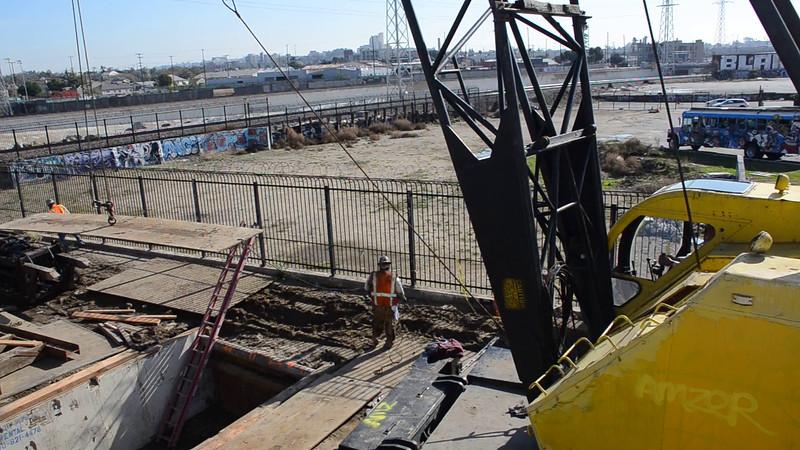 2004-12-18_Bridge construction_02.MOV