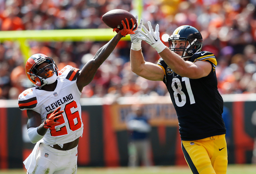 . Cleveland Browns strong safety Derrick Kindred (26) breaks up a pass intended for Pittsburgh Steelers tight end Jesse James (81) during the first half of an NFL football game, Sunday, Sept. 10, 2017, in Cleveland. (AP Photo/Ron Schwane)