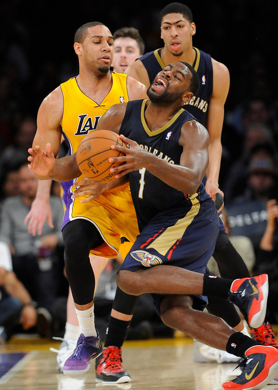 . New Orleans Pelicans forward Tyreke Evans (1) reacts as he collides with Los Angeles Lakers forward Xavier Henry, back left, in the second half of an NBA basketball game, Tuesday, March 4, 2014, in Los Angeles. The Pelicans won 132 to 125. (AP Photo/Gus Ruelas)