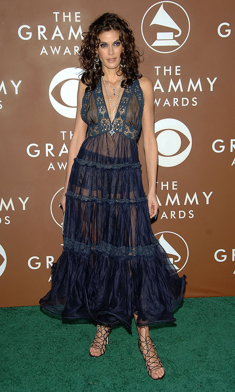 . Actress Teri Hatcher arrives at the 48th Annual Grammy Awards at the Staples Center on February 8, 2006 in Los Angeles, California.  (Photo by Stephen Shugerman/Getty Images)