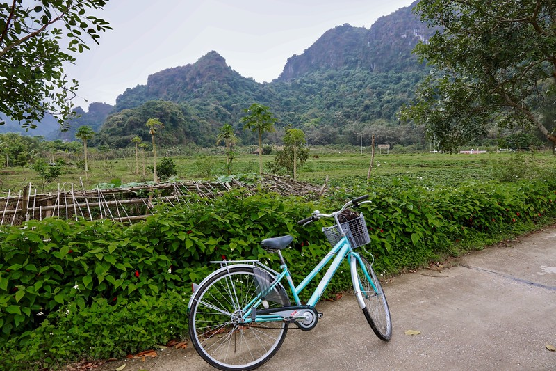 We took a bicycle ride to a small village on Cat Ba Island