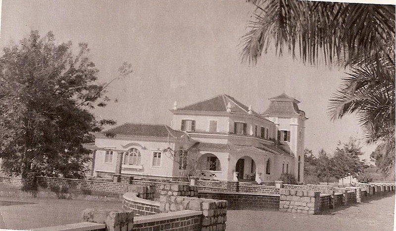 Residência do administrador da circunscrisção do Chitato. Chitato, Lunda Norte, Angola, em 1953