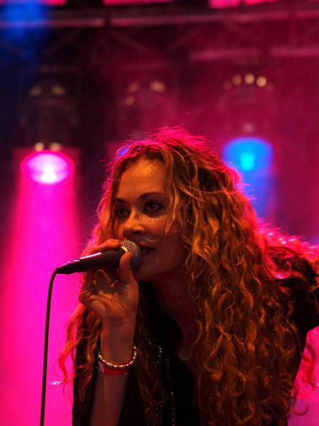 Dana Fuchs Band Ribs & Blues Raalte 31-05-09 (9).jpg