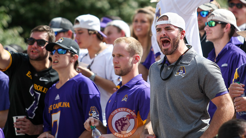 An ECU fan voices his frustration with the opening quarter. (Mark Umansky/TheKeyPlay.com)