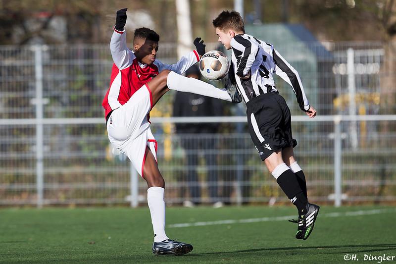 28-11-2015: Voetbal: Zwaluwen B1-Alexandria '66: Vlaardingen