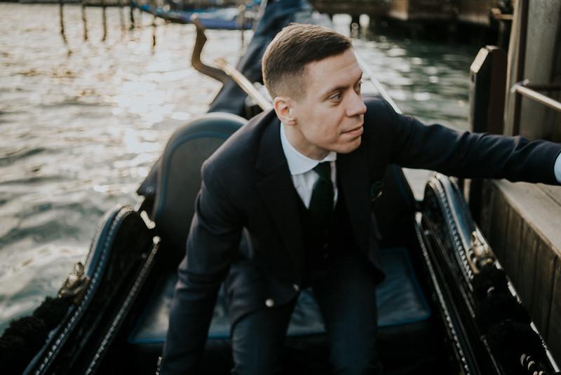Tu-Nguyen-Destination-Wedding-Photographer-Elopement-Venice-Italy-Europe-w82.jpg
