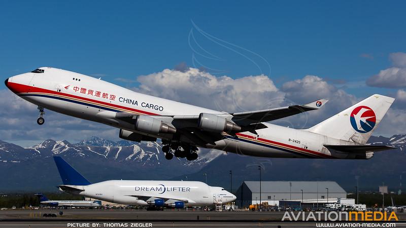 B-2425_China-Cargo_B747-40BF(ER)_L.jpg