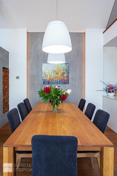 jedalensky stol s osvetlenim