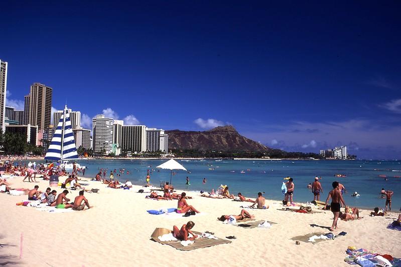 Wakiki Beach2-35mm-Portfolio019.jpg