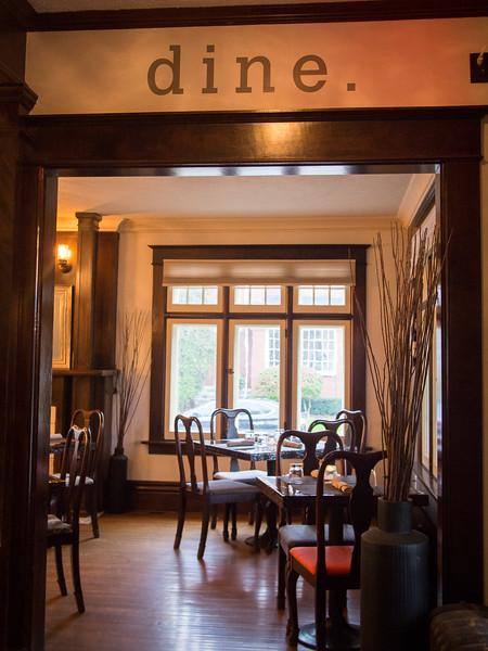 warrington interior bar 4.jpg