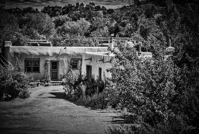 Santa Fe Dwelling B&W.jpg