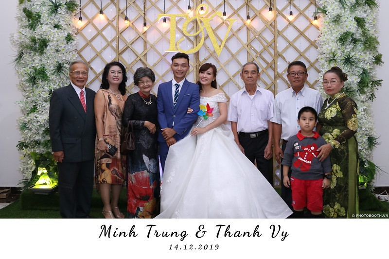 Trung-Vy-wedding-instant-print-photo-booth-Chup-anh-in-hinh-lay-lien-Tiec-cuoi-WefieBox-Photobooth-Vietnam-006.jpg
