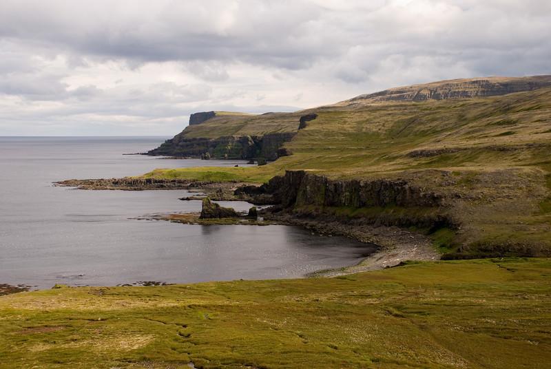 Horft til baka yfir Hrollaugsvík, Bjarnanes og Smiðjuvíkurbjarg