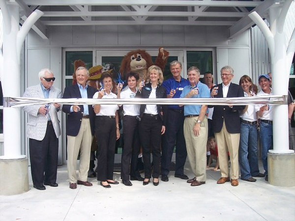 Cutting the ribbon at Pet Helpers Grand Opening