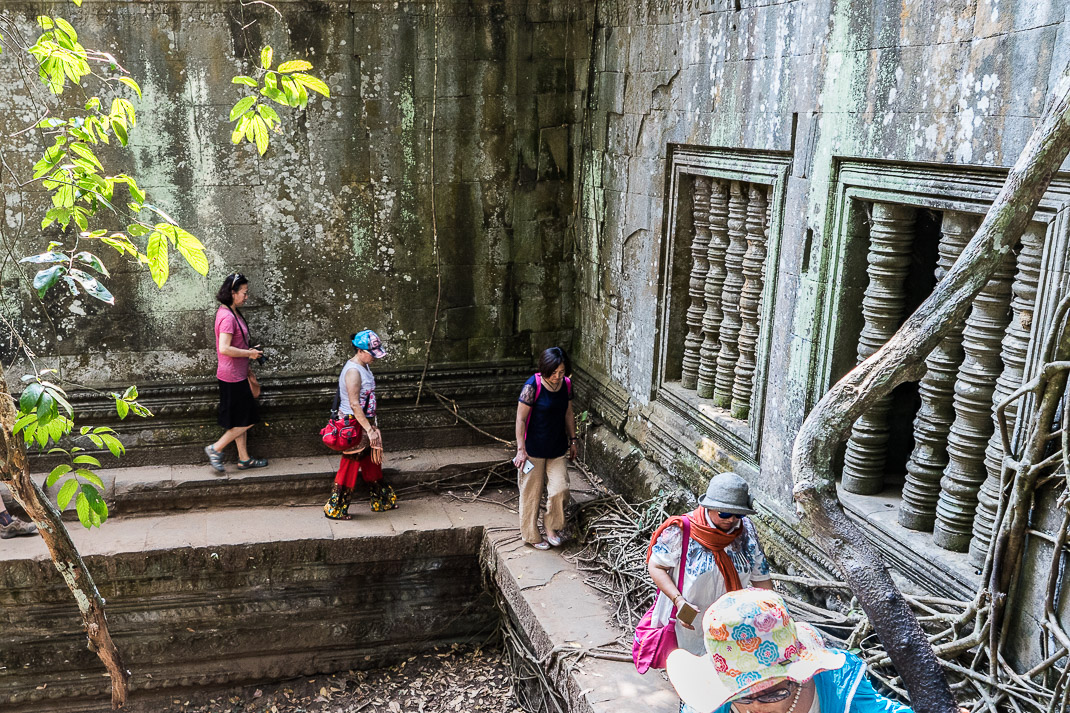Beng Mealea Tourist Wall Walking